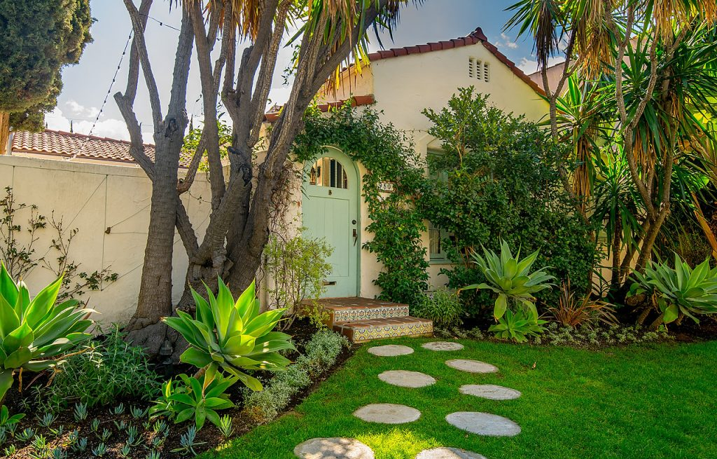 New Listing Hancock Park - 950 S Muirfield Rd, Los Angeles, CA 90019