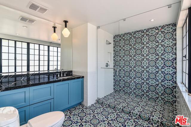 Houses for Rent in Los Angeles - 101 N McCadden - bathroom 4